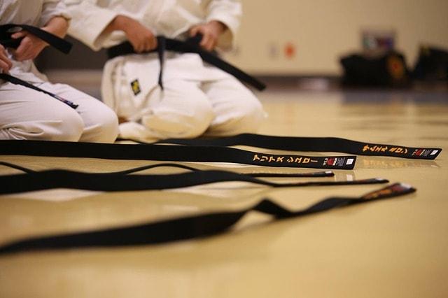 空手の帯の色が持つ意味【結び方の説明&おすすめ購入先も】The meaning of the color of the karate belt [How to tie and recommended suppliers]